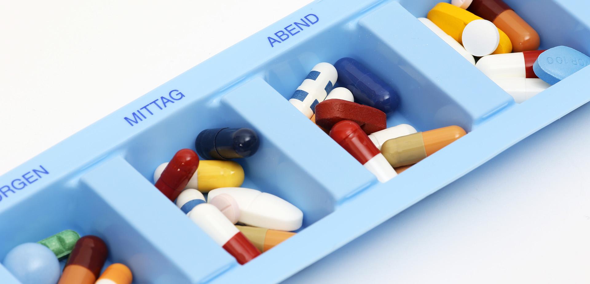 Medikamente und Implantate
